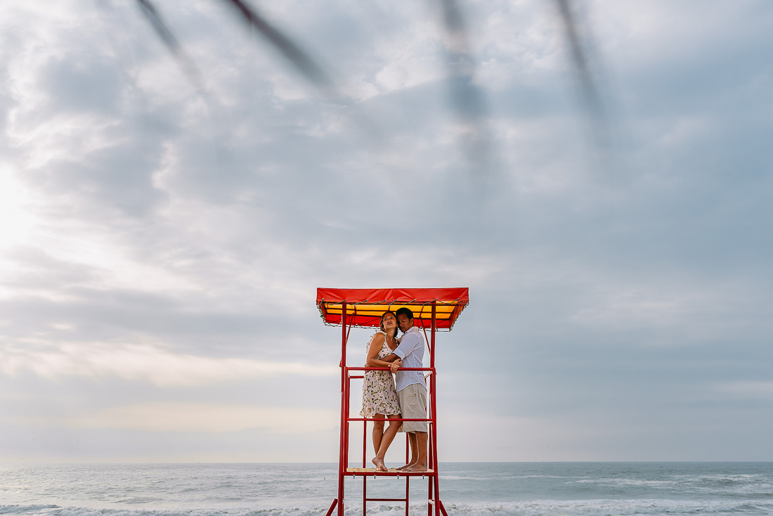 engagement sesion en playa, fotografo de bodas lima, fotografia documental de boda cusco peru, matrimonio en el campo, wedding destination peru, sesion pre boda mancora
