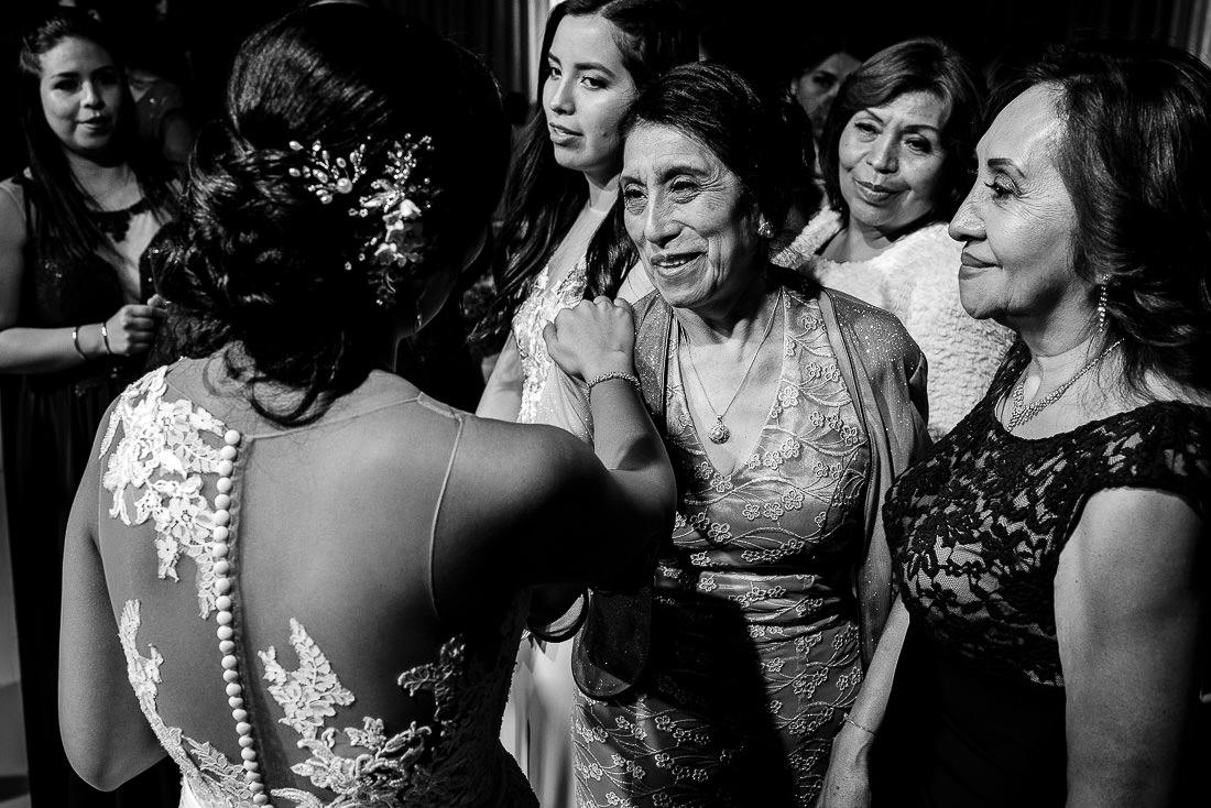 novia y novio, iglesia, damas de honor, fiesta, musicos, altar boda, vestido de novia, torta de matrimonio, sesion de fotos, velo de novia, bouquet, ramo de novia, brindis
