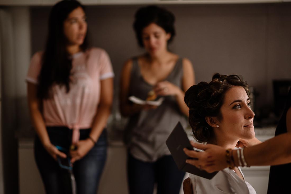 maquillando a una novia